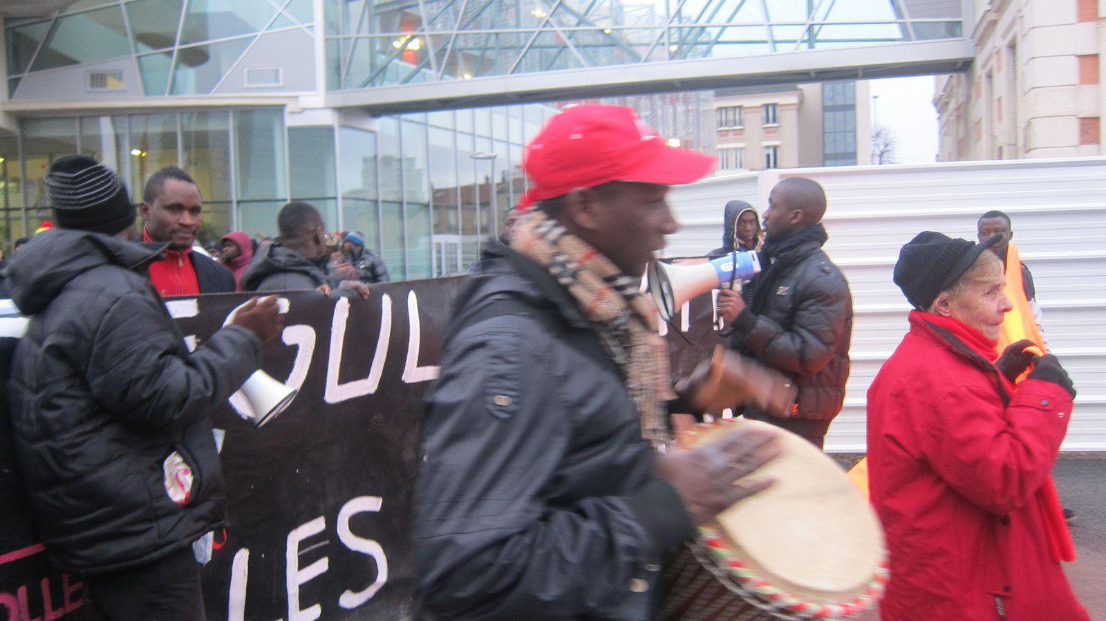Le TGI de Bobigny refuse l'expulsion de Rroms un autre les vire avec d'autres