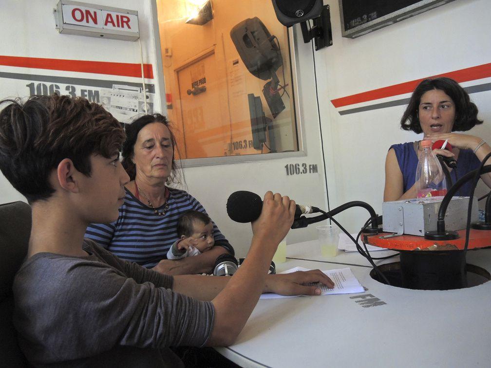 émission de radio.graphie et voix des Rroms avec les personnes en lutte à Montreuil