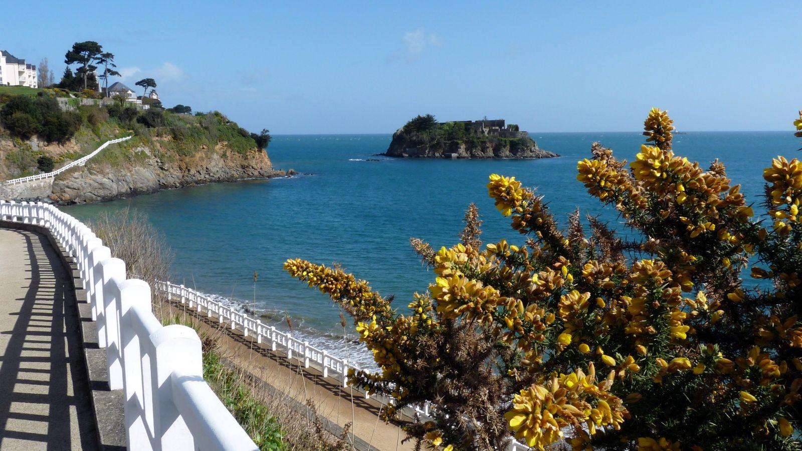Île de la comtesse, accessible à pied, à marée basse.