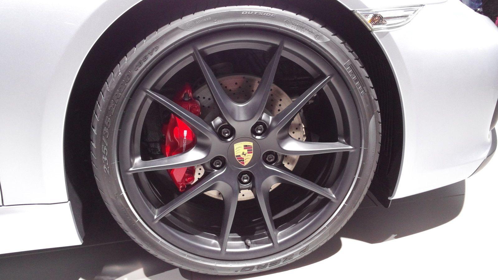 Porsche Cayman GTS 3.4i 340 (Coupé) - MOTEUR : ESSENCE SANS PLOMB, 6 CYLINDRES EN BOXER, 24S CYLINDRÉE : 3436 CM3 PUISSANCE FISCALE : 23 CV PUISSANCE MAX : 340 CH / 250 KW À 7400 TR/MIN COUPLE MAX : 380 NM À 4750 TR/MIN - VITESSE MAX : 285 KM/H 0 À 100 KM/H : 4.9 S