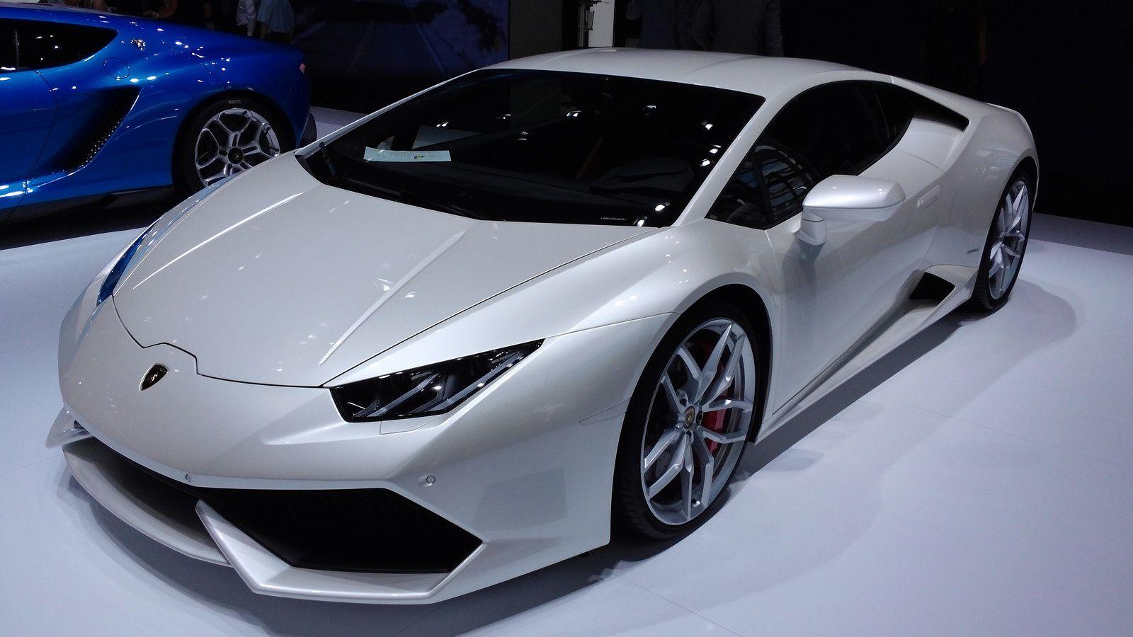 La Lamborghini Huracan s'offre un bloc V10 5.2L de 610 ch, associé à une boite à 7 rapports à double embrayage.