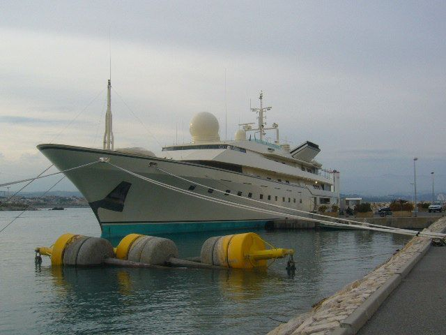 A real Agent 007 yacht - A Dane in France