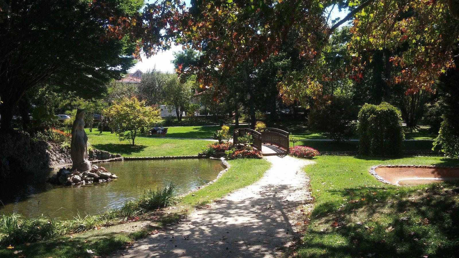 La porte de l'ascenceur qui permet de redescendre vers la ville d'été - bien pratique car le parc est très grand