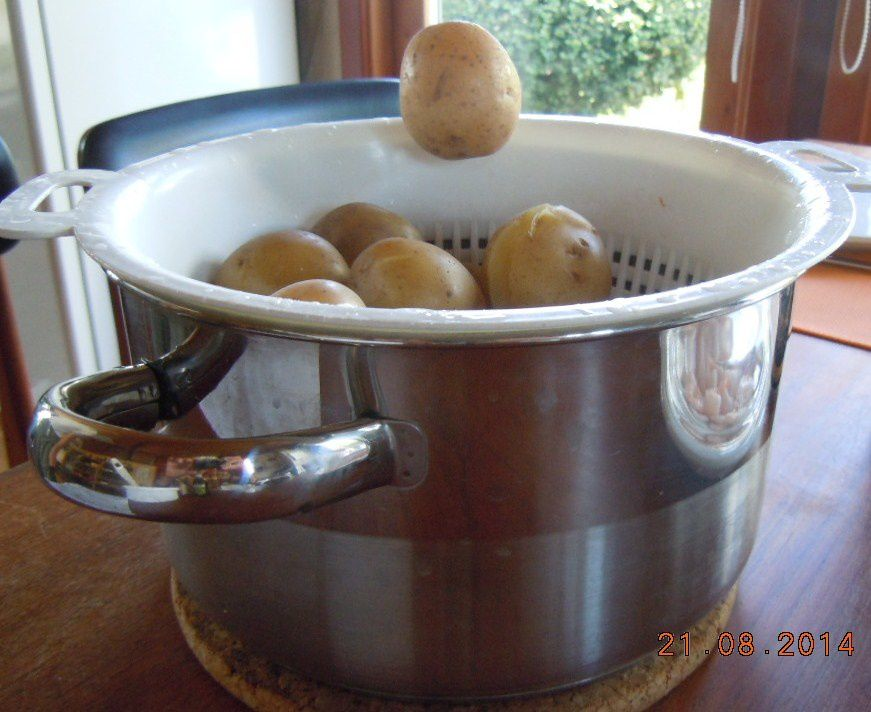 Ombre trompeuse et lévitation de pomme de terre