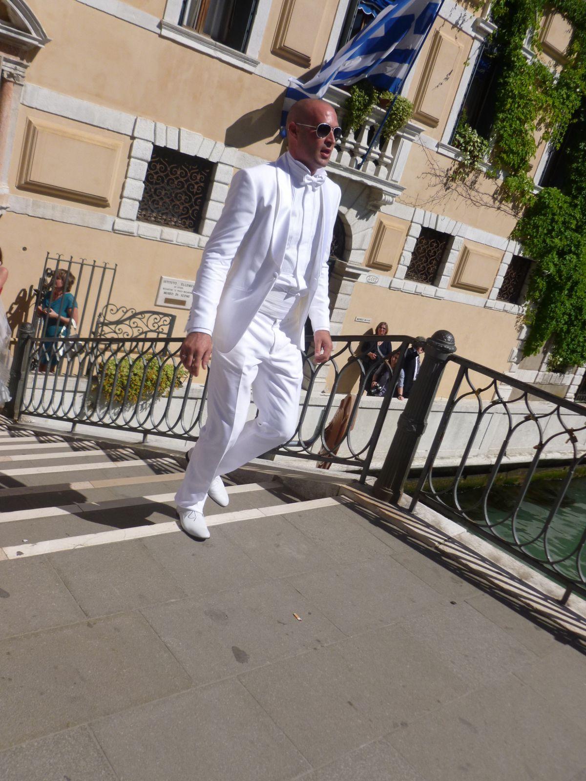 la folie des mariages.....ici à Venise....Roméo va-t-il rejoindre sa Juliette ?