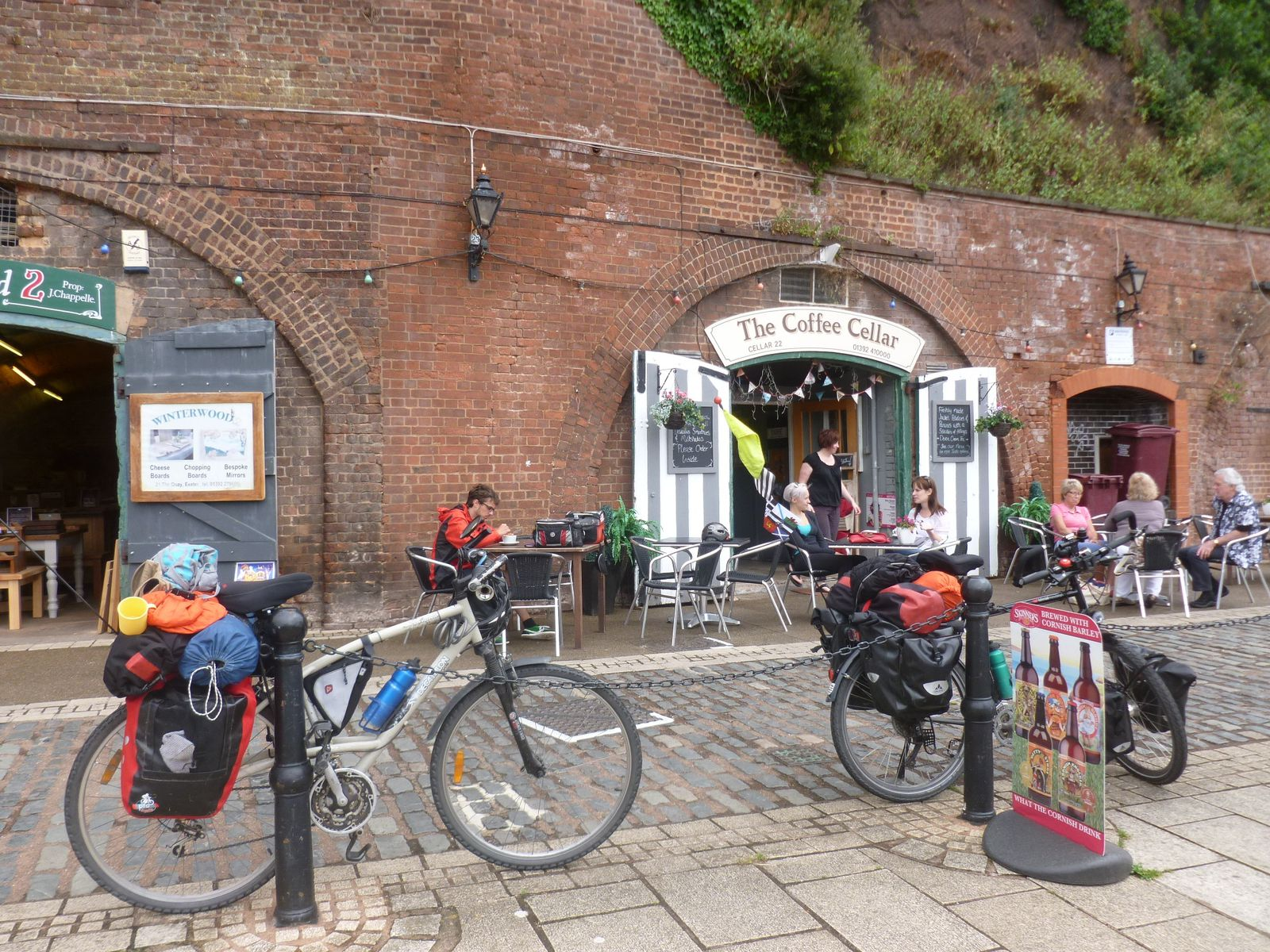 """le """"Coffee Cellar"""" d'Exeter, on the Quay, along the Exe River"""