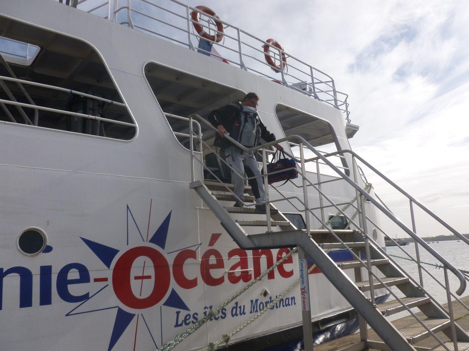 """le parc des Phares et Balises de Lorient, à proximité de l'embarcadère vers Groix -"""" L'Ile de Groix"""" le nouveau ferry datant de 2006"""