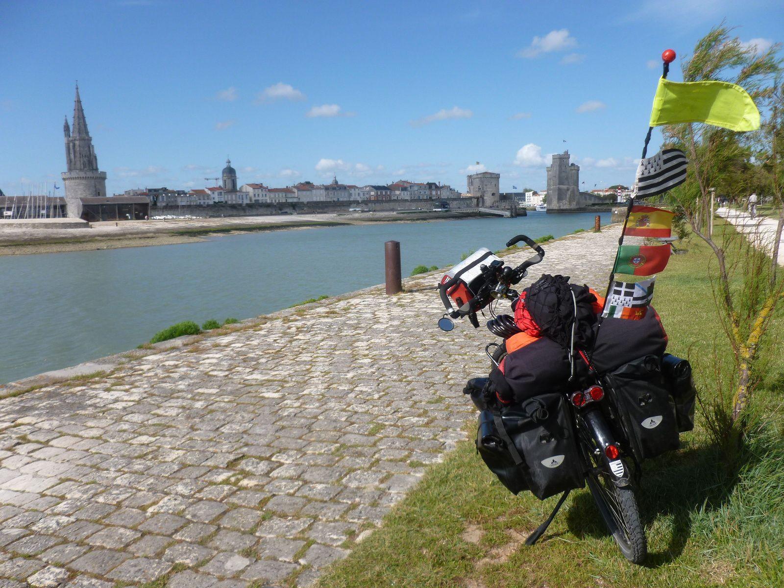 Bien le bonjour de Mout-Mout François au vieux port de La Rochelle. souvenirs, souvenirs.....
