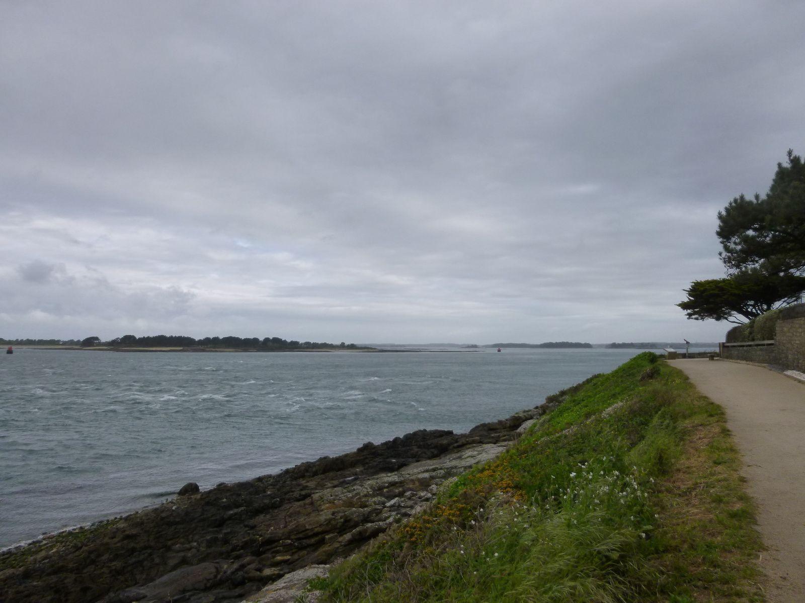 Départ du Tour, Tombe du Petit Mousse, Entrée du Golfe Locmariaquer/Port-Navalo