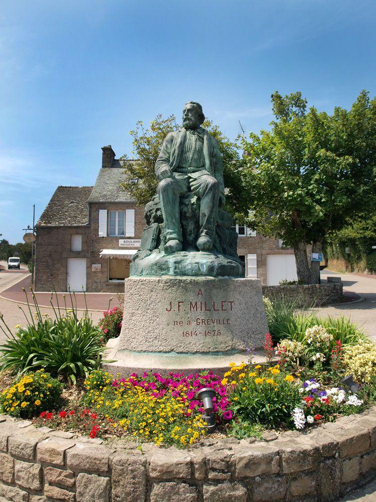 La statue en pied de Jean-François Millet. Cette statue remplace l'ancienne statue érigée le 25 septembre 1898.