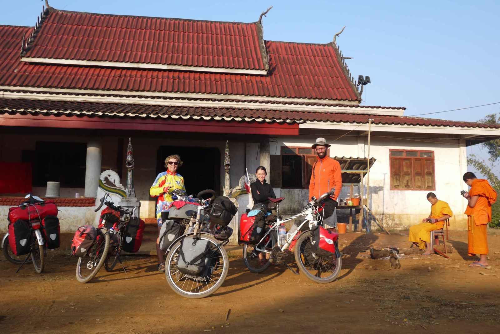 Le temple bouddhique à l'intérieur duquel nous avons monté notre tente