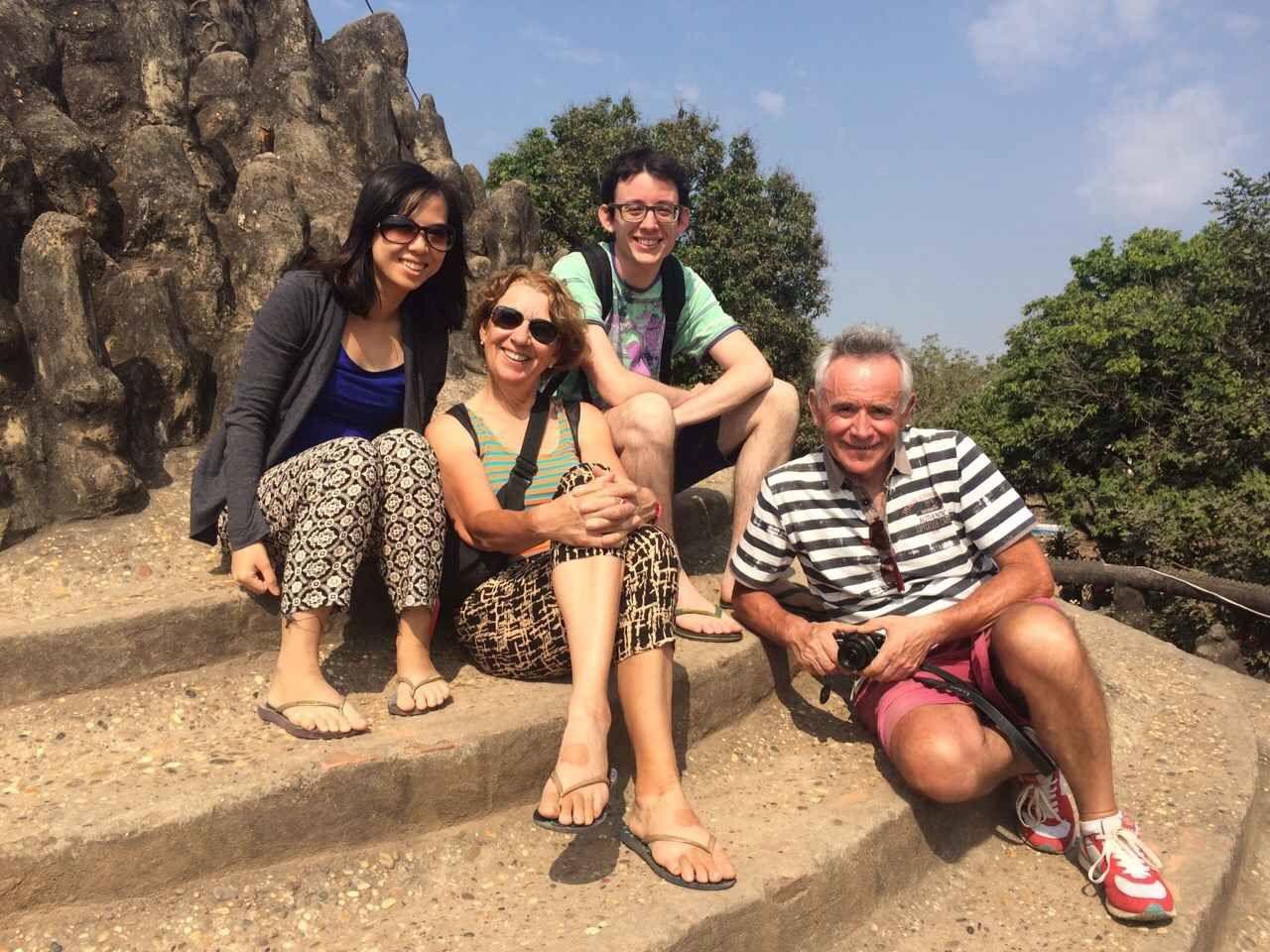Au Parc des Bouddhas, photo de famille sur le sommet de la coupole