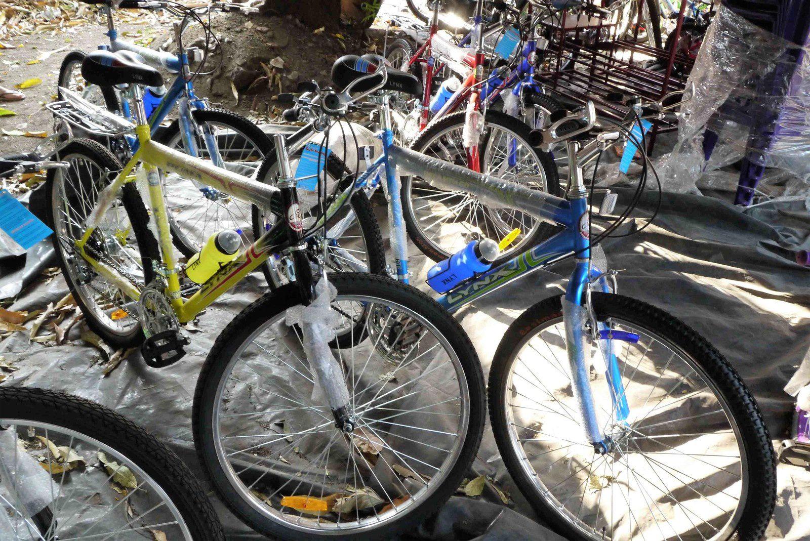 Les vélos sont bien là. Pas de chichis sur les vélos. Du fonctionnel exclusivement, produit au Salvador, au meilleur prix : 95 $ pour le vélo bleu (actuellement, pour faire simple 1 dollar = 1 euro)