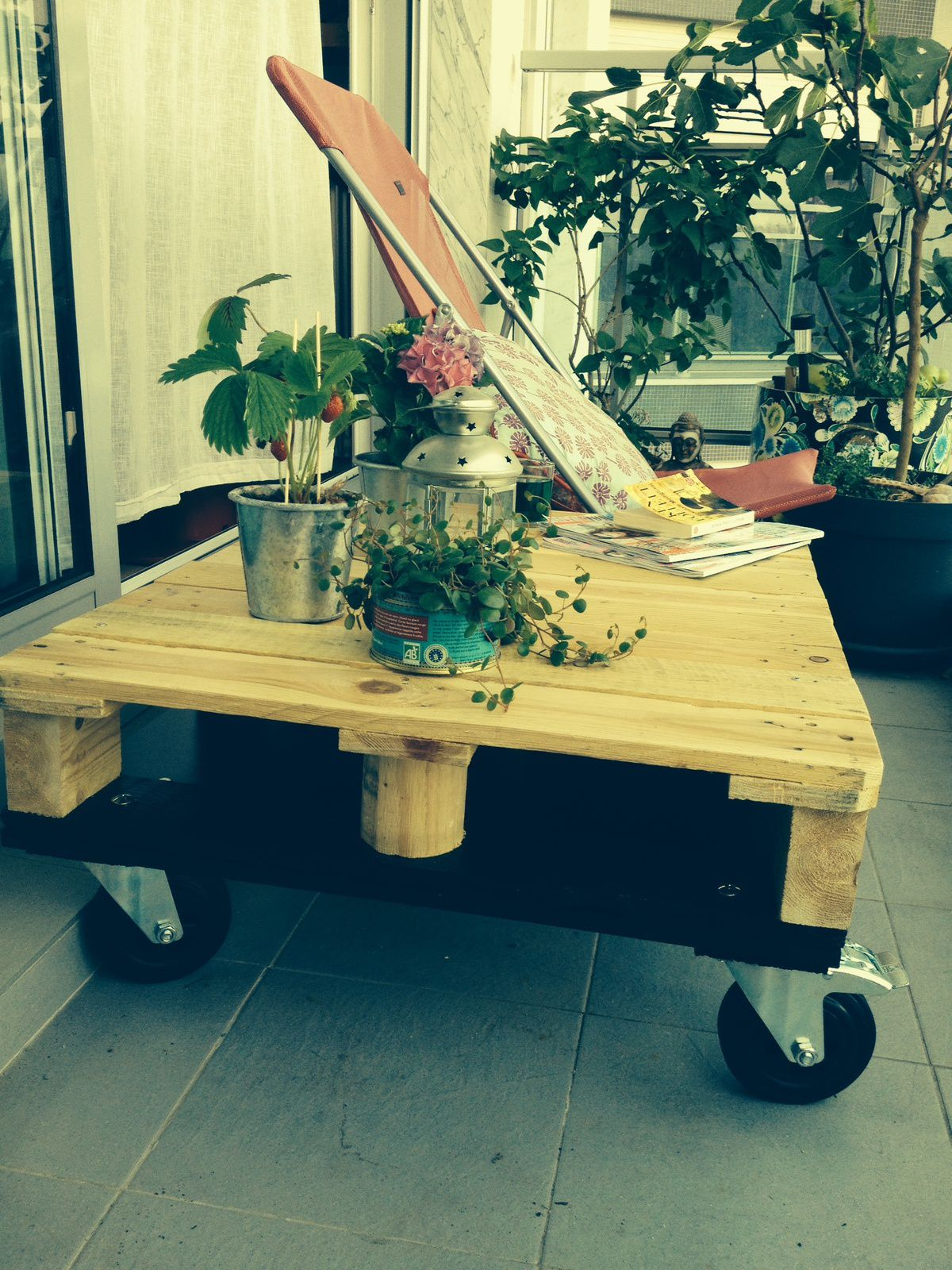 Nos derni res cr ations de tables basses palette roulettes d co et recycl - Creation table basse ...