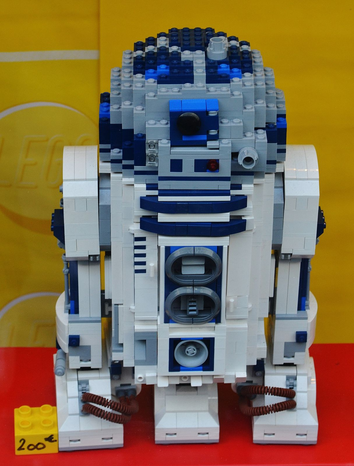 R2D2 en LEGO. J'adore. May the force be with you.