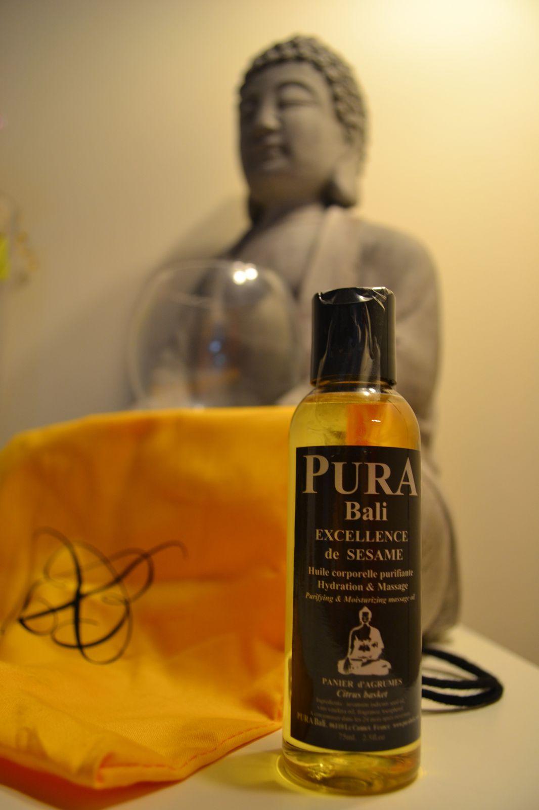 Une huile corporelle purifiante au sésame Pura Bali. Encore une fois l'odeur me fait penser à l'un de mes soins pendant la thalasso: modelage balinais. Top