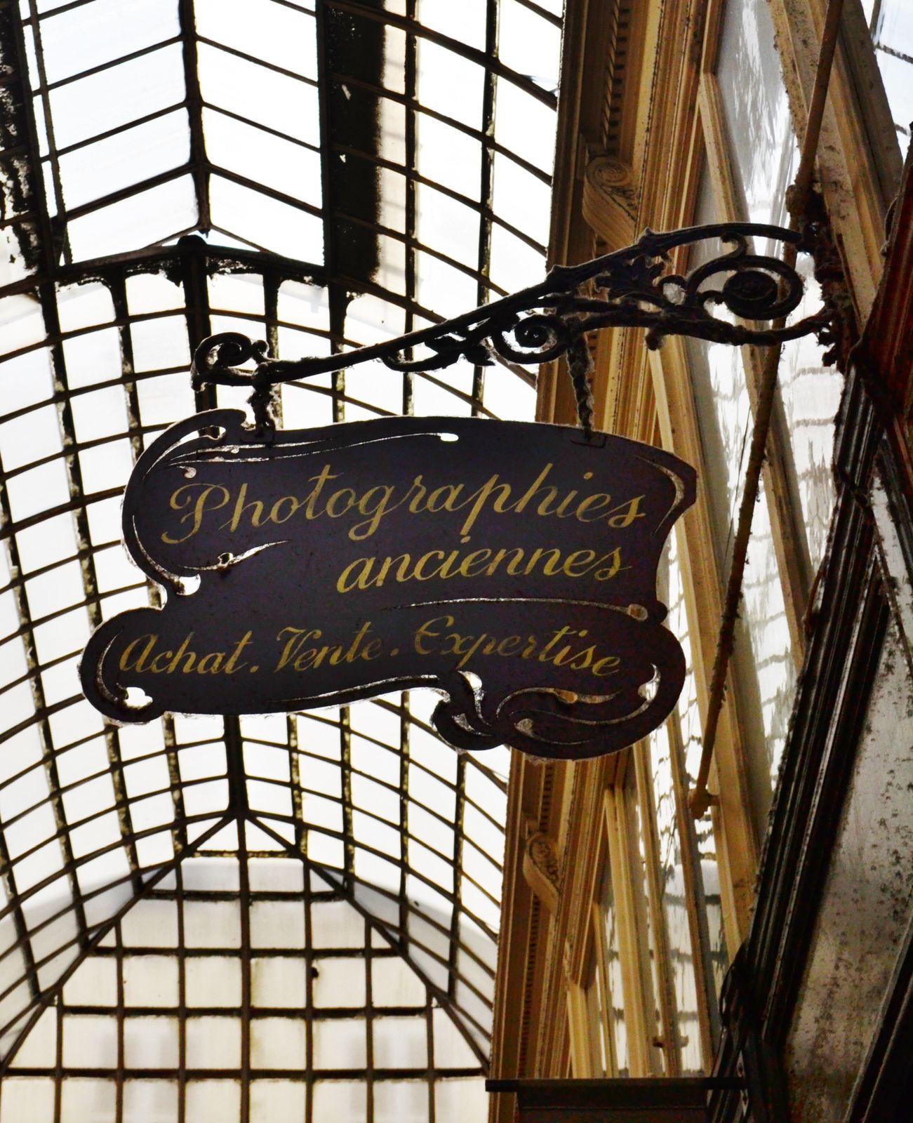 Le passage Verdeau. Petit coup de coeur pour une boutique de livres et de jouets anciens.
