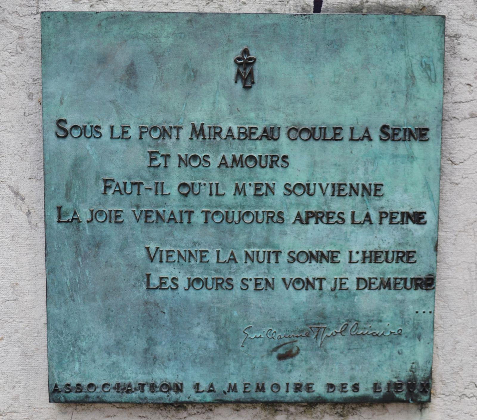 Sous le pont Mirabeau coule la Seine..