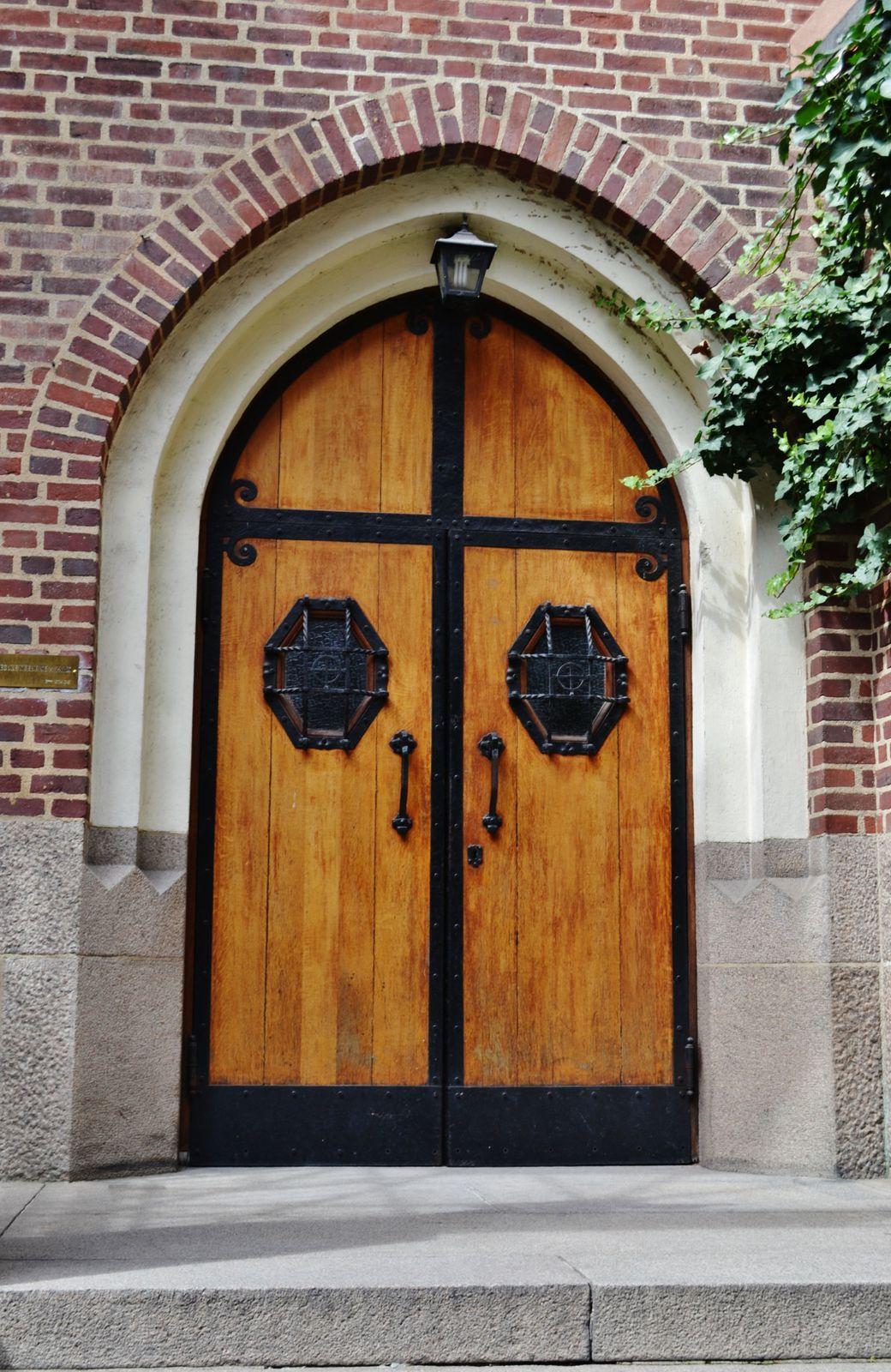 Gros coup de coeur pour cette manifique église Svenska Kyrkan située dans la rue Médéric.Elle est en ce moment en travaux, mais cela ne lui fait perdre en aucun cas son charme.