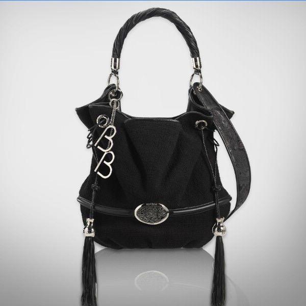 Le sac Brigitte Bardot de Lancel. Bon vu le prix de celui-ci ce n'est pas pour maintenant mais s'il y a une âme charitable qui veux me l'acheter je suis preneuse. Si vo plaiiiiiiii.