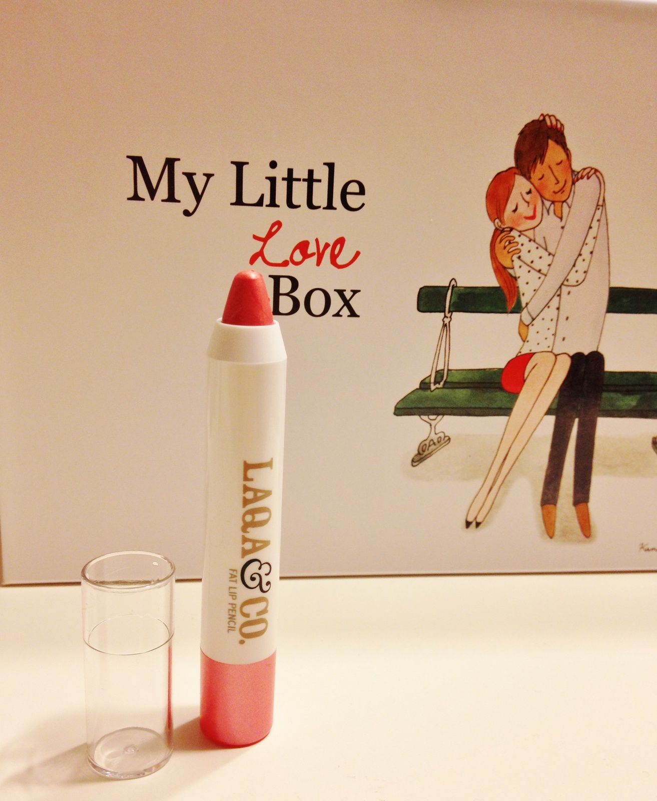 1er produit: Un crayon pour les lèvres de chez Laqa&Co (une marque New Yorkaise). Il sent la menthe, et a une jolie couleur rose. ça change du sempiternel rouge à lèvres de couleur rouge pétant.