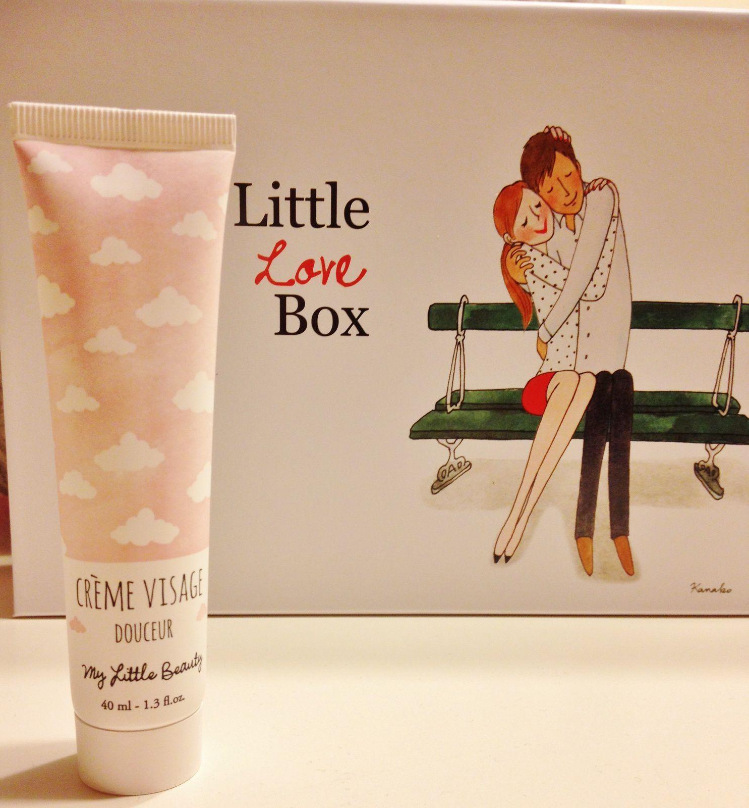 3e produit: une crème visage douceur Mylittlebeauty.Le packaging est adorable. Elle sent bon et reste légère sur la peau.