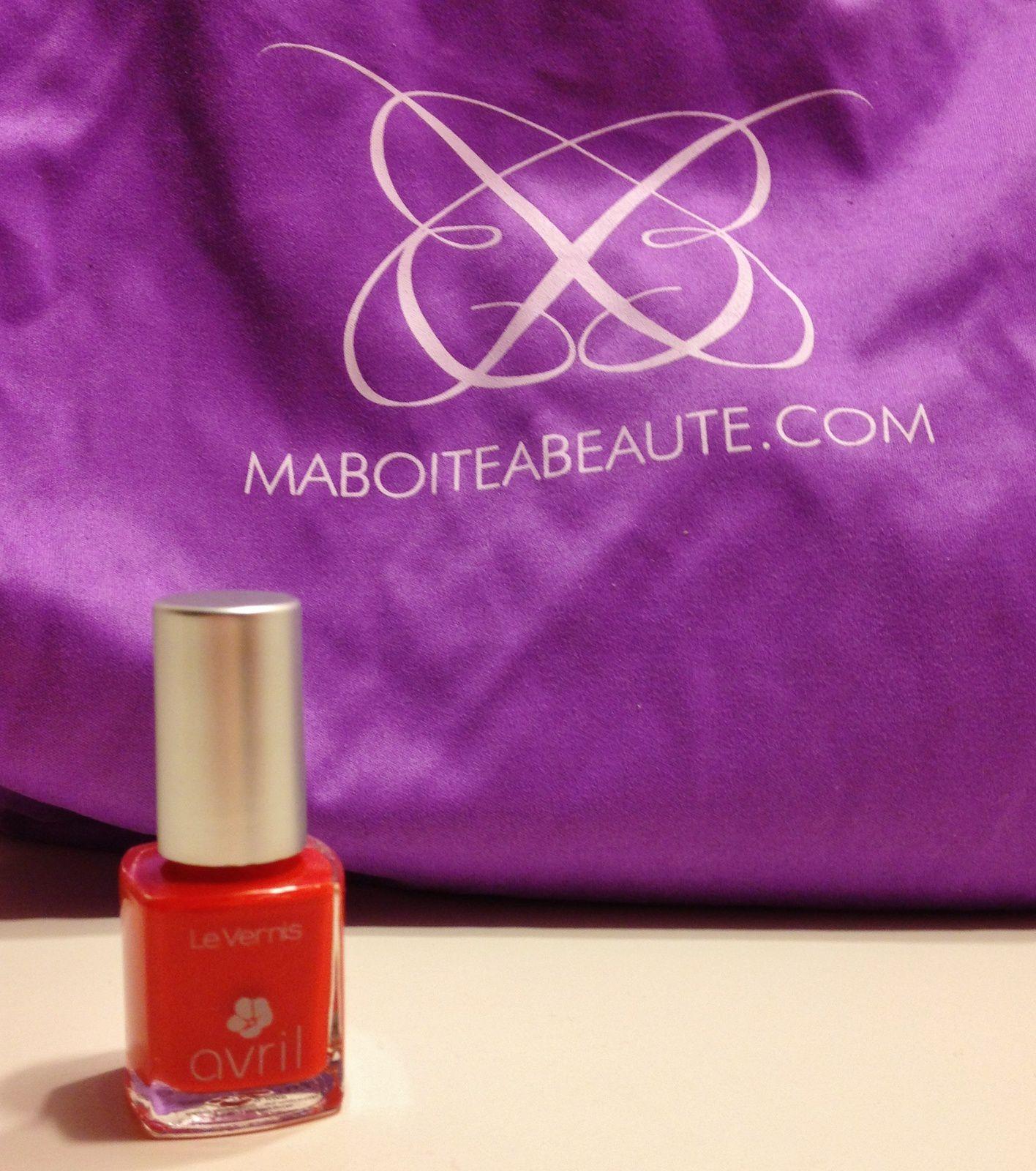 Un vernis de la marque Avril. On le sait j'adore les vernis. Mais là je n'accroche pas du tout avec la couleur: orange.