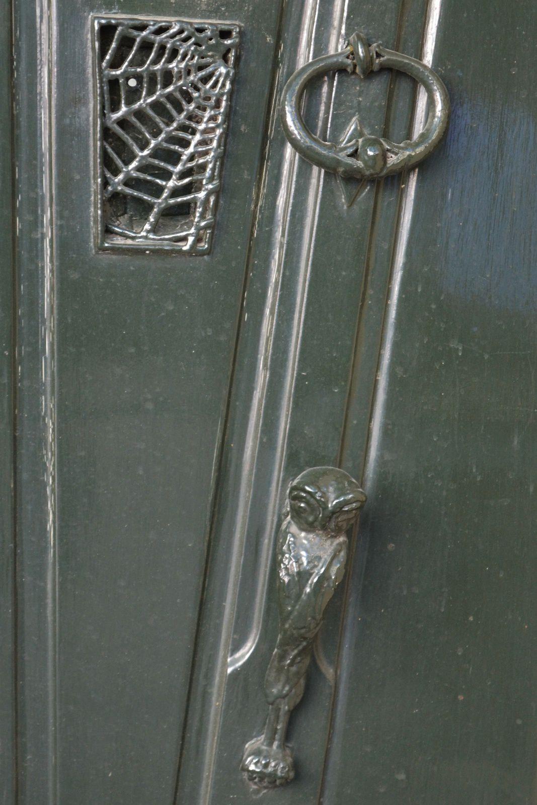 C'est la porte de la maison de l'horreur ou quoi?