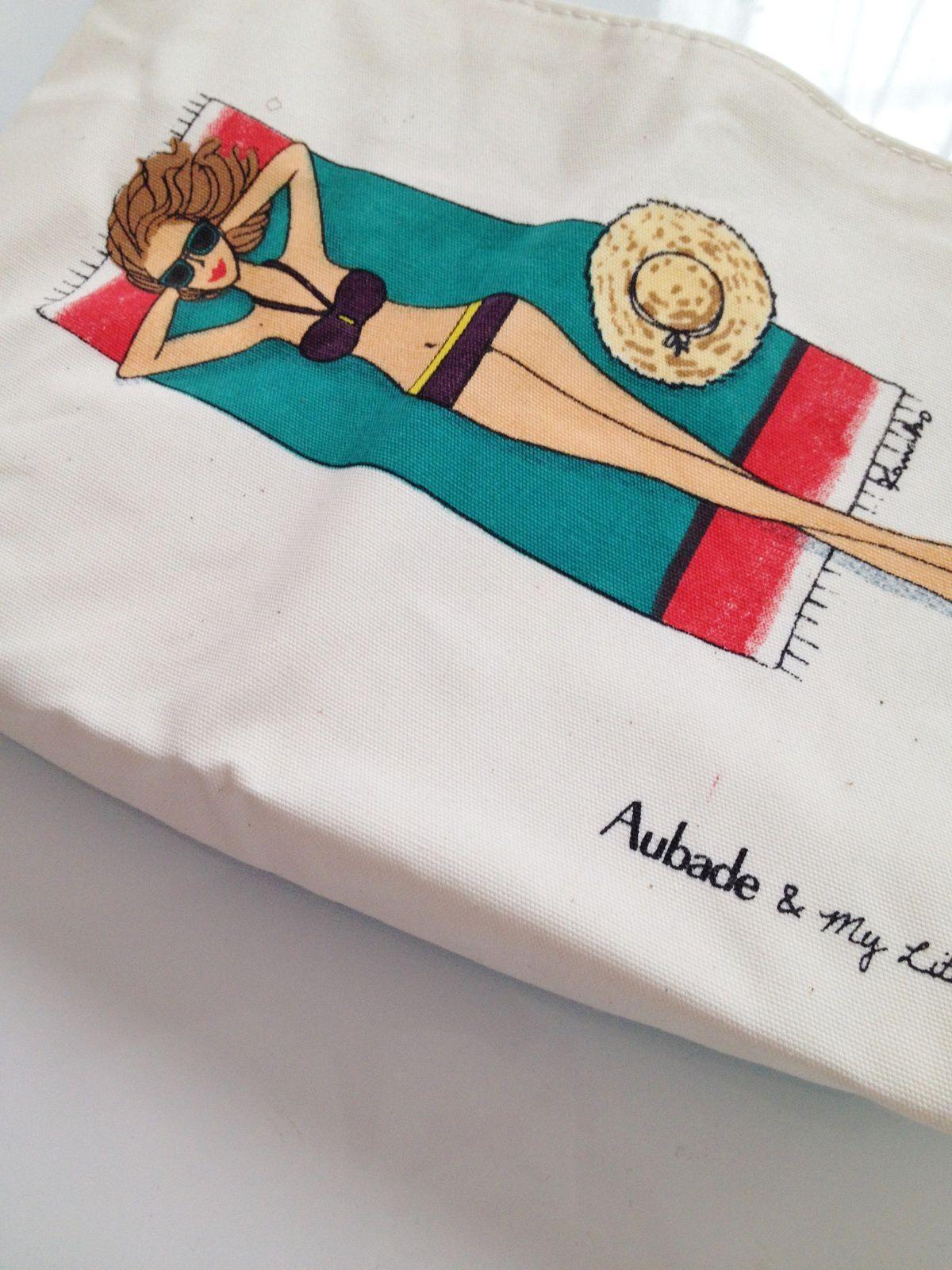 Pour les goodies, une très jolie pochette en partenariat avec Aubade. Elle va m'accompagner pour mon prochain voyage le mois prochain.