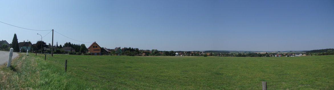 Nous traversons le village de PETERSBACH en suivant le chemin Cercle Bleu (attention pas toujours en évidence) en direction de l'étang du Donnenbach