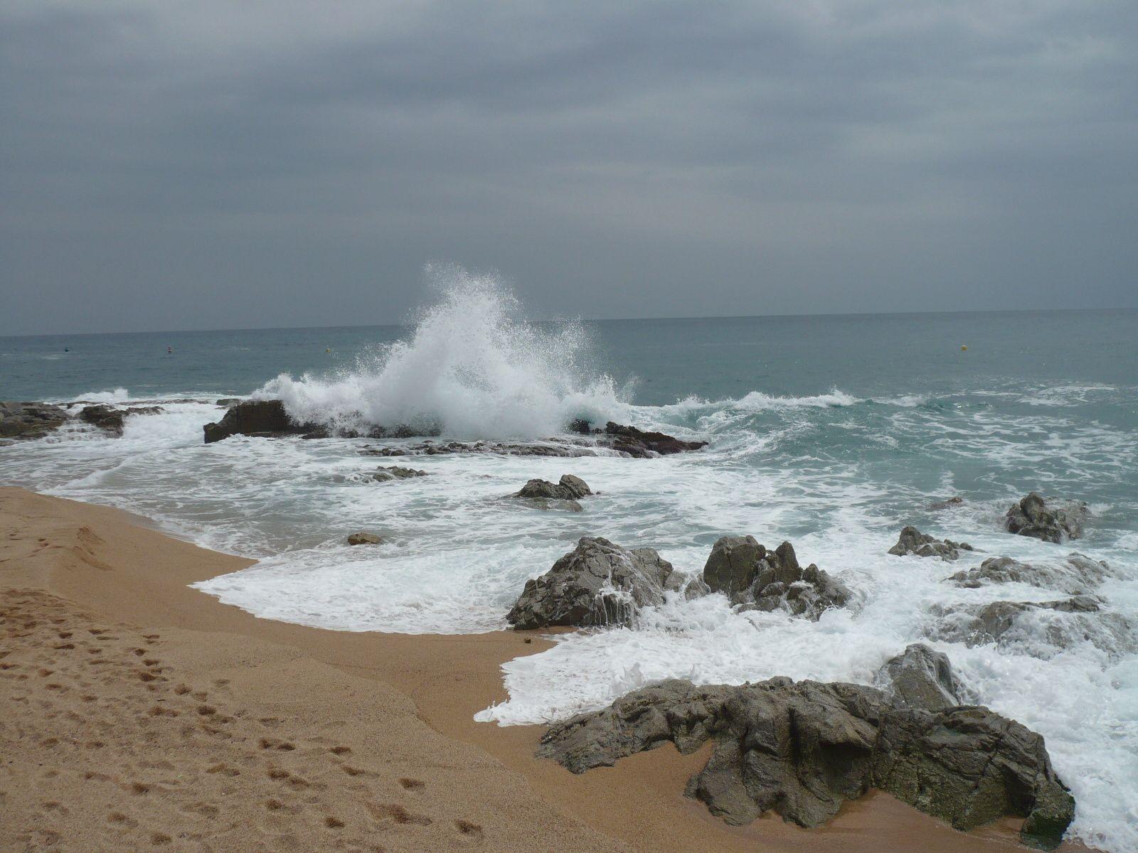 La mer en colère nous offre de belles vagues.