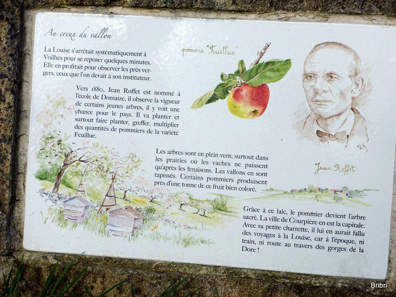 Panneaux avec descriptifs des fruits, ici les pommes.