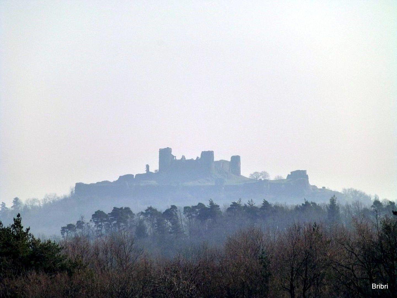 Le château de Mauzun dans la pollution qui règne ces jours-ci.