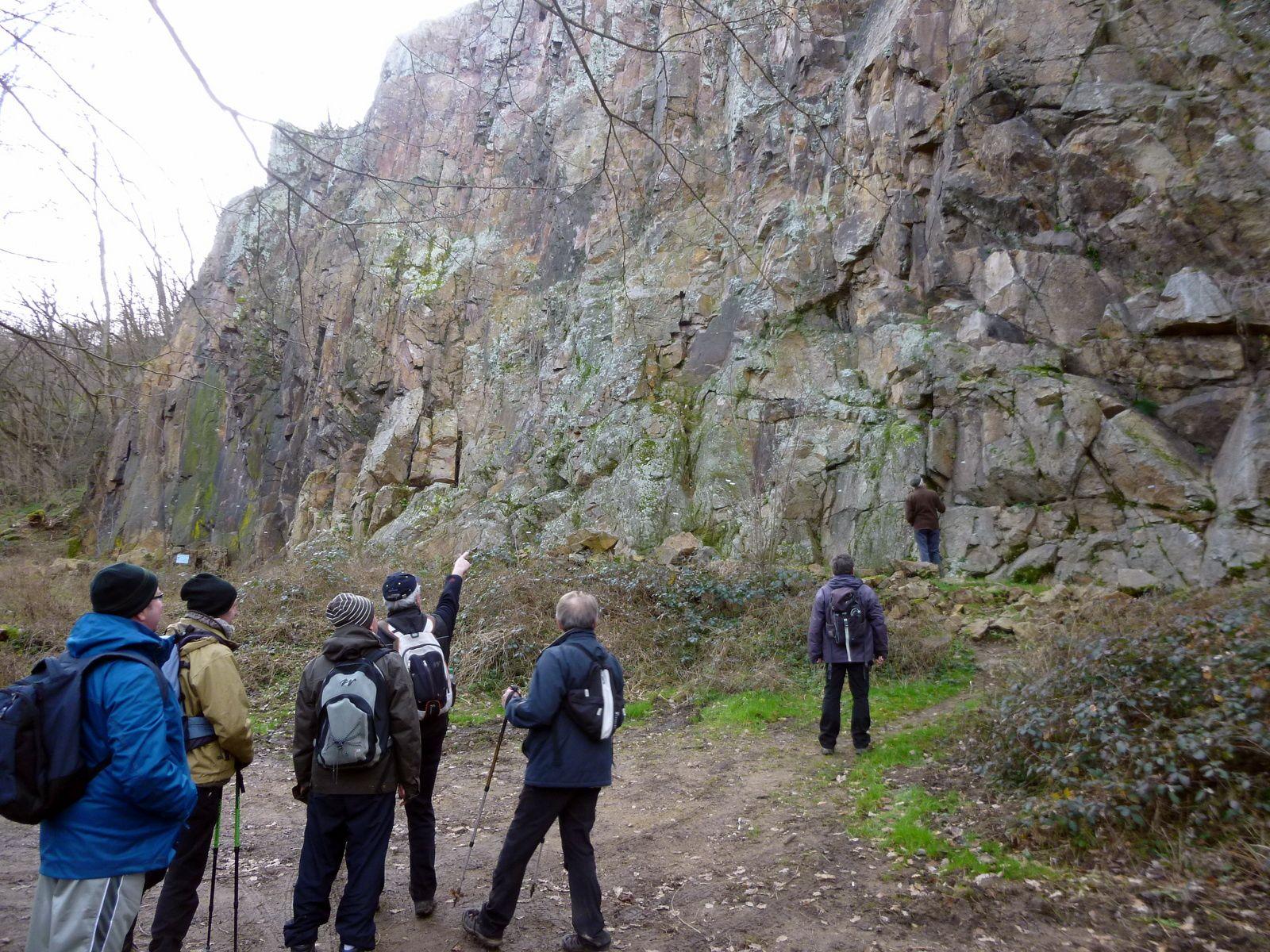 Mur d'escalade, Arthur hésite, Jean Michel lui indique le passage !