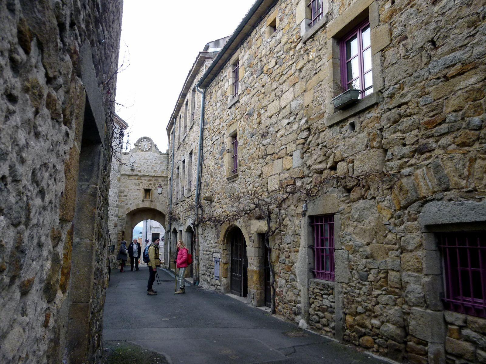 Certaines constructions datent de 1122.