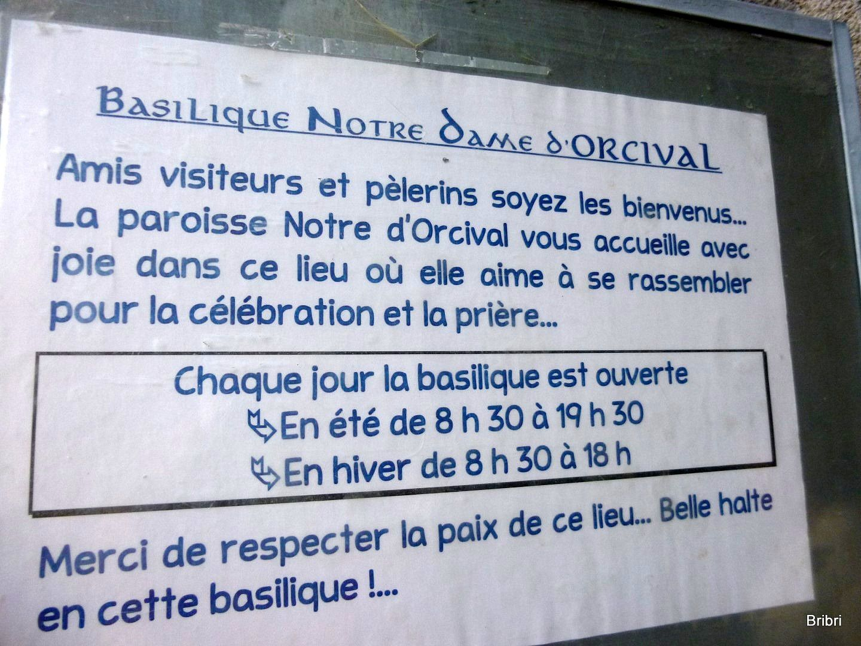 Le plus gros du groupe rentre sur St Bo mais une dizaine de participants décident d'aller à Orcival à 3 km de là, voir la basilique romane..