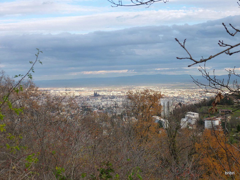 Très belle vue sur la ville avec sa cathédrale noire, en pierre de Volvic.