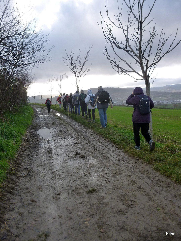 Sur le retour nous essuyons quelques gouttes et empruntons un chemin bien boueux.
