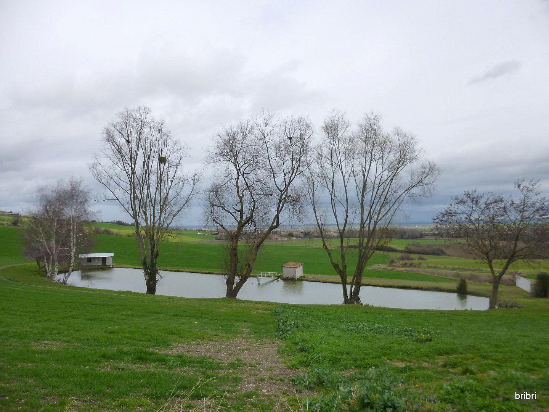 Petit arrêt vers cet étang, plein de manoirs dans cette commune.