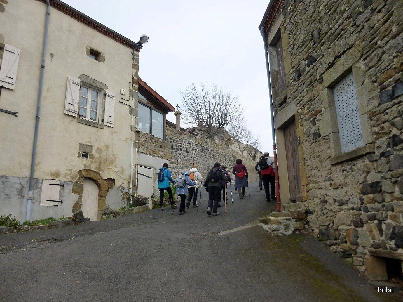 Buron et ses rues pentues, four dans la rue devant la porte, pratique ainsi pas d'odeurs, original.