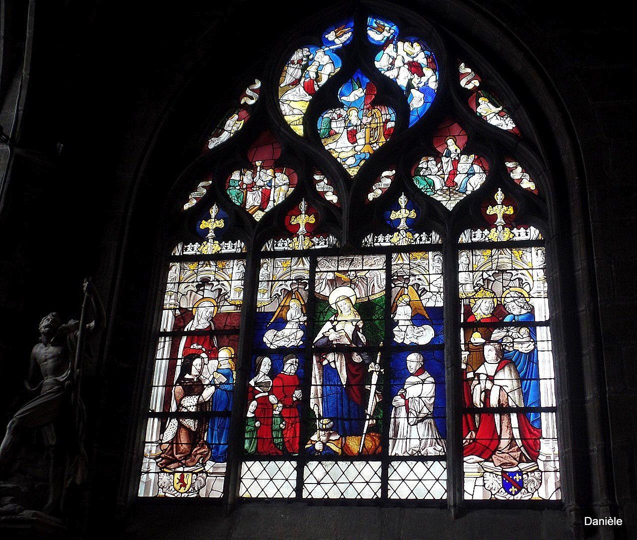 La aussi de beaux vitraux.