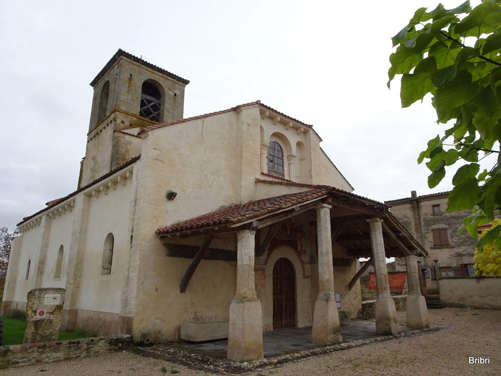 Lieu de départ vers l'église dont le parvis sera le bienvenu au retour pour nous changer.