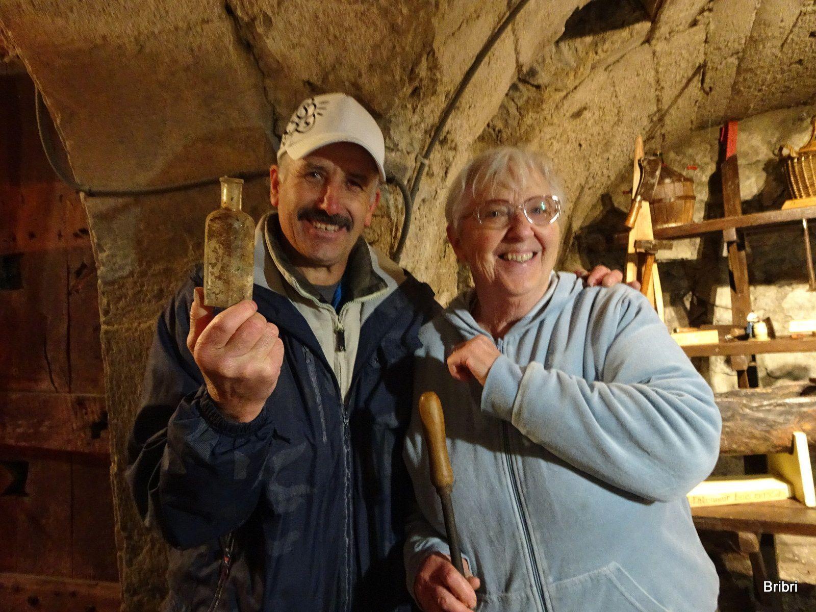 Bien entretenu et concu par des gens motivés. José découvre cette bouteille dans le sol de terre battue, bravo à lui, une pièce de plus dans le musée.