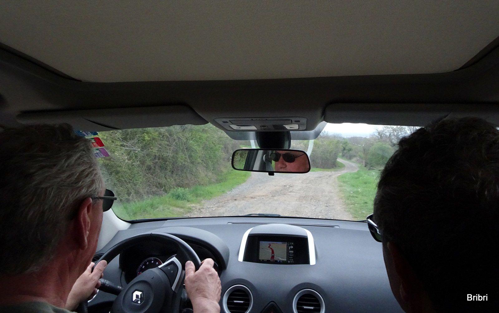 Au retour, le GPS auto de Michel nous fait prendre ce chemin au lieu de la route, nous le prenons mais nous fumes bien secoués avant de retrouver le bitume !