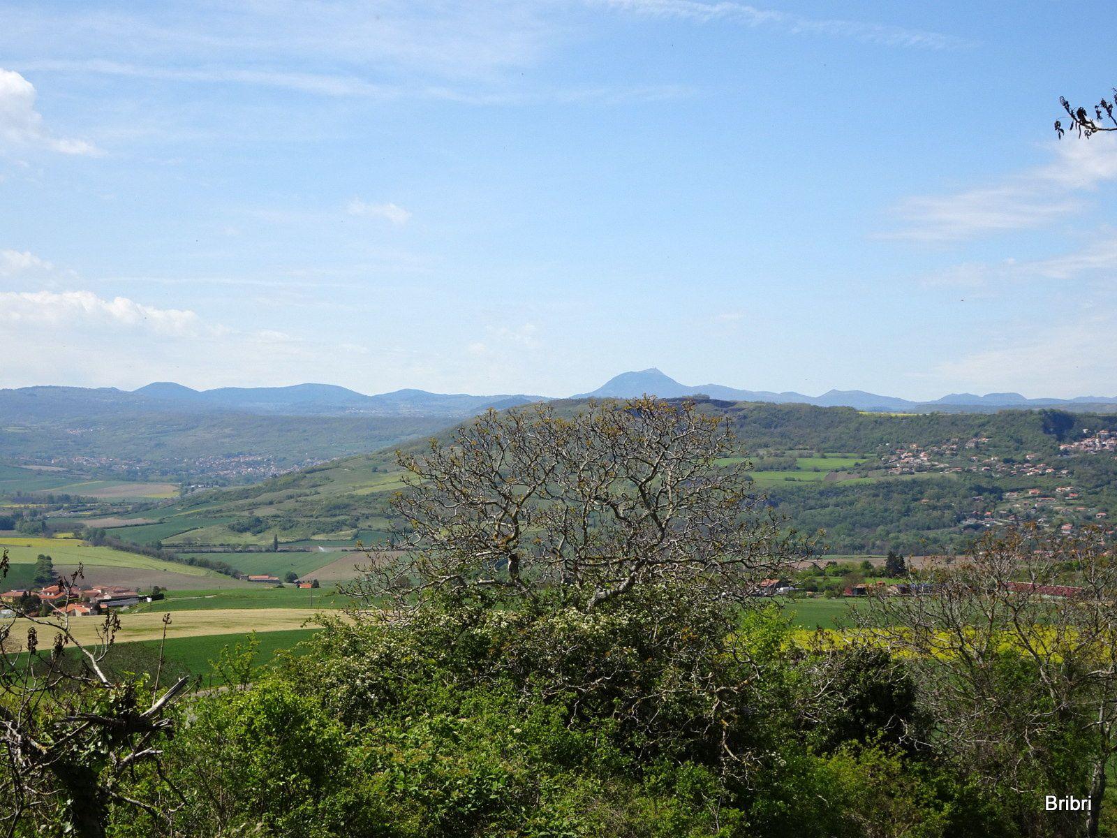 Maintenant une belle grimpette, le Puy-de-Dôme à notre droite.
