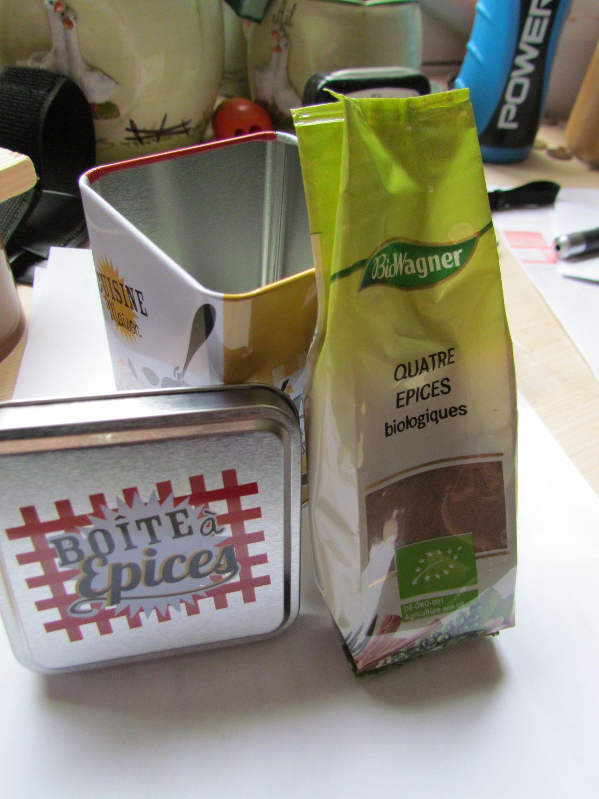 Un sachet de 4 épices ....MIAM ,j'adore ,cuisiner avec des épices ,je remplace le sel par des épices,c'est mieux.....