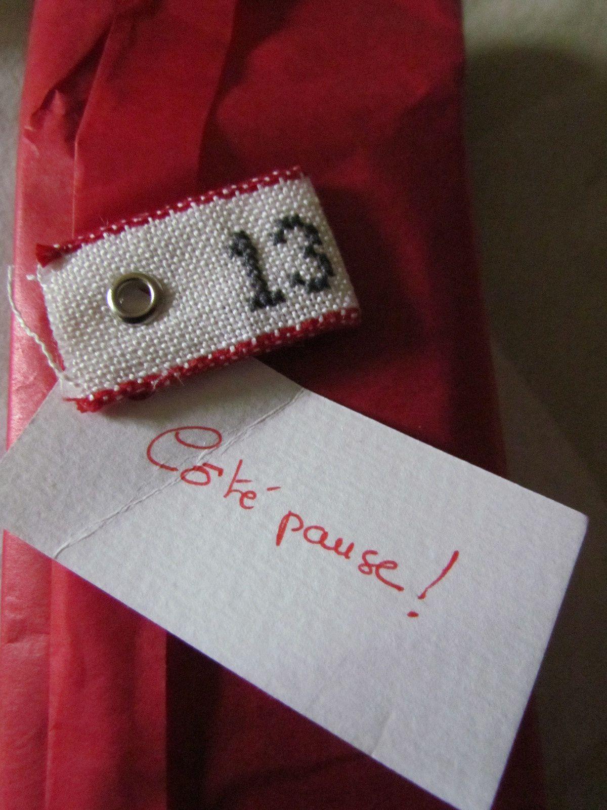 """Etiquette N°13 brodée...""""coté pause"""" ,ça se précise ....."""