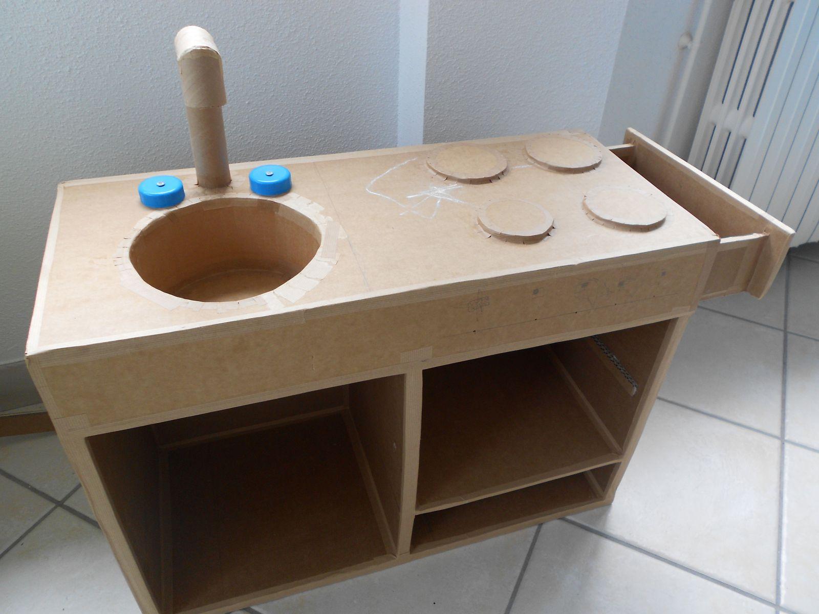 meubles enfants les cr ations en carton de st phanie. Black Bedroom Furniture Sets. Home Design Ideas