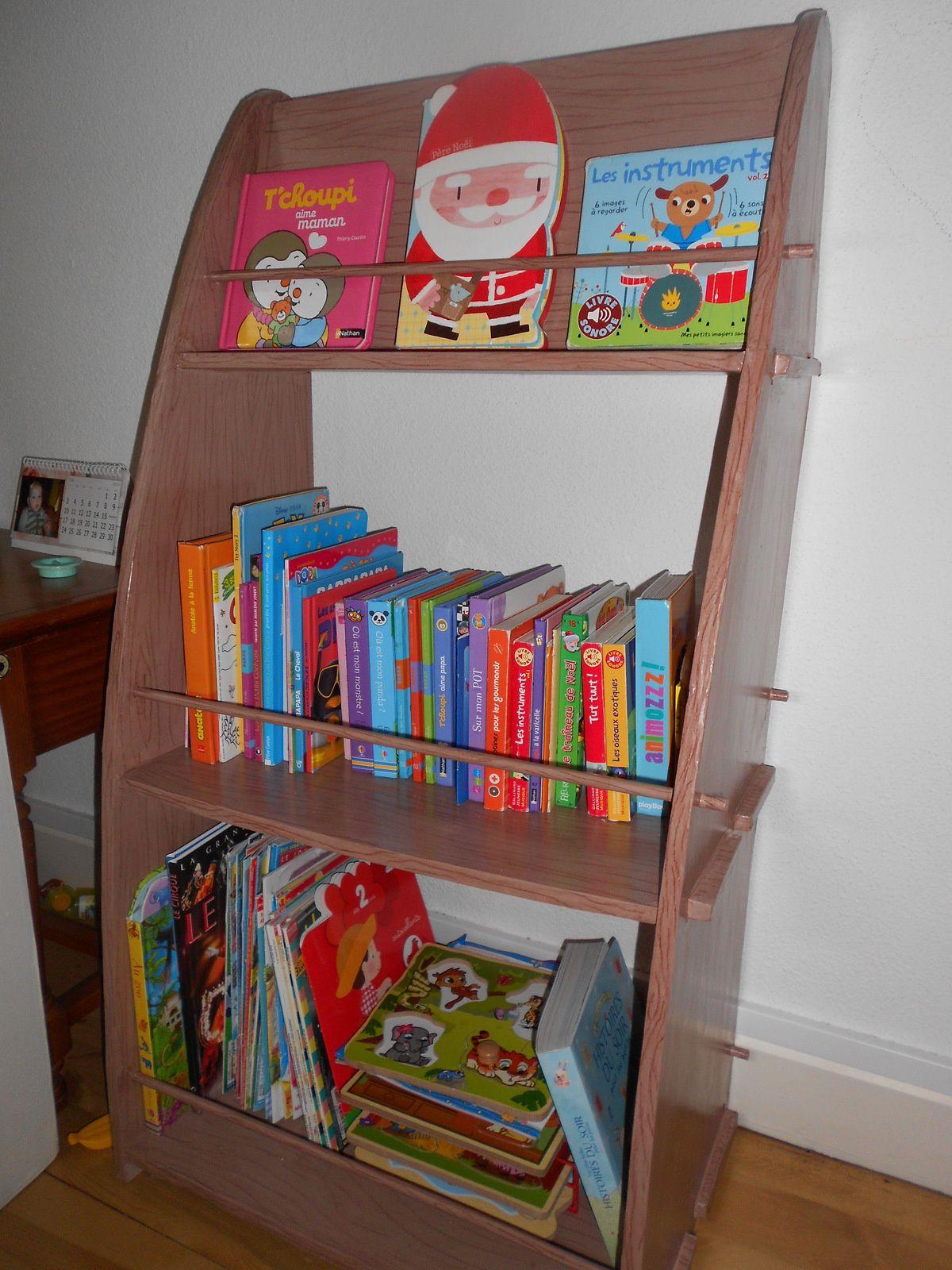 biblioth que en carton imitation bois les cr ations en carton de st phanie. Black Bedroom Furniture Sets. Home Design Ideas