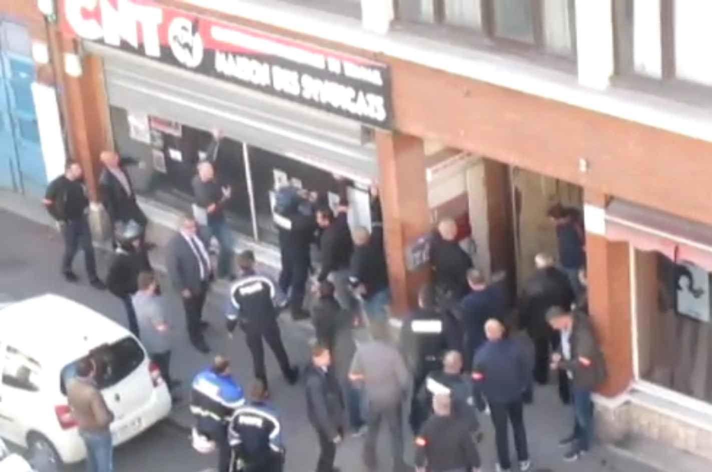 Lille saccage d un local syndical par la police le for Police nationale lille